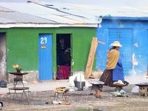 Oude vrouw bij heksenmarkt in La paz Stock Fotografie