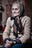 Oude vrouw binnen Royalty-vrije Stock Foto