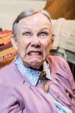 Oude Vrouw die een Gezicht maken Stock Foto