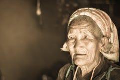 Oude vrouw in Nepal Stock Fotografie