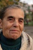 Oude vrouw. Portret. Wijs. Stock Foto's