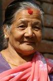 Oude vrouw protrait in nationale kleren Stock Afbeelding