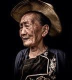 Oude vrouw van een etnische willage van Miao Royalty-vrije Stock Afbeeldingen