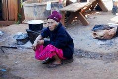 Oude Vrouw - Wit Karen Tribal Village, Mae Hong Son, Thailand Royalty-vrije Stock Foto