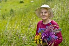 Oude vrouwen met bloemen Royalty-vrije Stock Foto