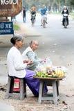 Oude vrouwen op straatmarkt Royalty-vrije Stock Fotografie