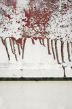 Oude vuil, grunge, metaalomheining met lopende rode verf 10 Royalty-vrije Stock Afbeelding