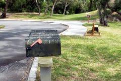 Oude vuile brievenbussen Stock Foto's