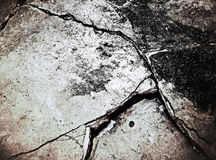 Oude vuile gebarsten concrete vloer Royalty-vrije Stock Afbeeldingen