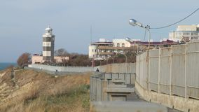 Oude vuurtoren op post Overzeese toren en Watchtower Oude mariene post stock videobeelden