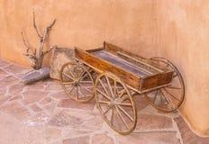 Oude Wagen bij Spookboerderij royalty-vrije stock afbeelding