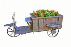 Oude wagen met drie wielen met begoniabloemen royalty-vrije stock foto
