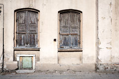 Oude wal met vensters Royalty-vrije Stock Foto's