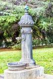 Oude water het drinken fontein Stock Fotografie