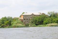 Oude watermolen in Migeya-dorp Stock Fotografie