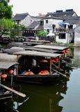 Oude waterstad, oude boot Royalty-vrije Stock Afbeelding