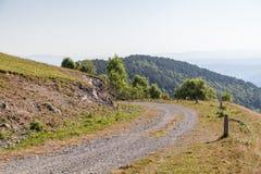 Oude weg in bergen Royalty-vrije Stock Afbeeldingen