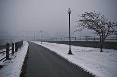 Oude weg in de Mist Stock Afbeelding
