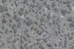 Oude weg die met stenen of cobbles wordt bedekt Stock Foto's