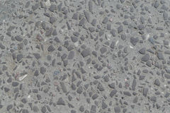 Oude weg die met stenen of cobbles wordt bedekt Stock Afbeelding