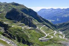 Oude weg die tot St Gotthard pas leidt royalty-vrije stock fotografie