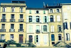 Oude wereldeffect spleet gestemde ingangen en vensters en zon bleac Stock Foto