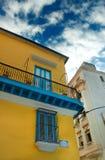 Oude whit van Havana Kleurrijke gebouwen stock afbeelding