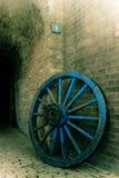 Oude wiel en muur Royalty-vrije Stock Foto