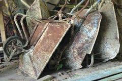 Oude wielkruiwagens Stock Afbeelding