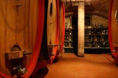 Oude wijnkelder Stock Afbeeldingen