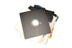 Oude wijnoogst gebruikte diskettes 5 25 die duim op witte rug wordt geïsoleerd Royalty-vrije Stock Fotografie