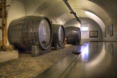 Oude wijnstokkelder Stock Foto's