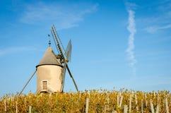 Oude windmolen in Beaujolais, Frankrijk royalty-vrije stock foto's