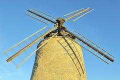 Oude windmolen bij zonsopgang Stock Foto