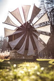 Oude windmolen dichtbij Sibiu, Transsylvanië, Roemenië Stock Foto