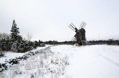 Oude windmolen in een sneeuwlandschap Stock Foto
