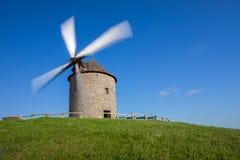 Oude windmolen in Frankrijk Stock Afbeeldingen
