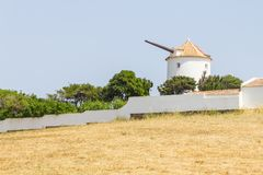 Oude Windmolen in Vila do Bispo Stock Afbeelding