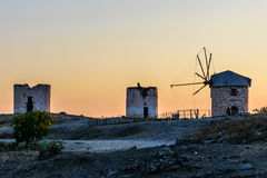 Oude windmolens stock afbeeldingen