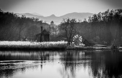 Oude windmolens dichtbij Sibiu, Transsylvanië, Roemenië Royalty-vrije Stock Afbeelding