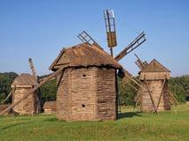 Oude windmolens in Pirogovo, de Oekraïne Royalty-vrije Stock Afbeeldingen