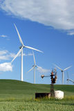Oude Windmolens voor Nieuw Stock Foto