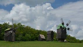 Oude windmolens Wolken stock videobeelden