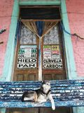 Oude winkel in kleine stad royalty-vrije stock foto's