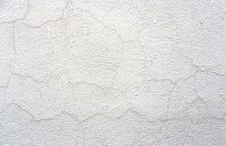 Oude Witte Gebarsten Muur Achtergrondgipspleistertextuur stock foto's