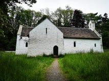 Oude witte kerk stock foto