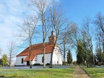 Oude witte kerk, Litouwen royalty-vrije stock afbeeldingen