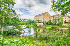 Oude wollen molens door voetgangersbrug in Barnard Castle Royalty-vrije Stock Foto's