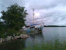 Oude wrakboot Stock Foto's