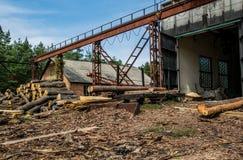 Oude zaagmolen in Colorado Pijnboomhout en gezaagd hout royalty-vrije stock foto